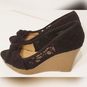 American Eagle Peep Toe Heels Black